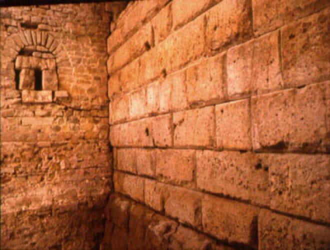 Die ältesten verbauten Steinmauern Deutschlands - das Ubiermonument
