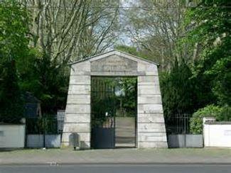Am alten Eingang Melatenfriedhof, gegenüber Aachenerstrasse 249, 50931 Köln